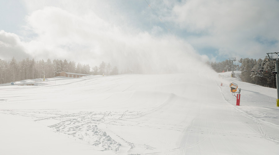 Canons de neu en funcionament