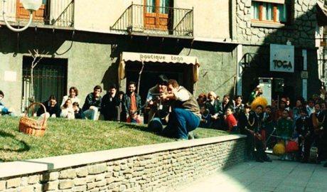 Els caçadors en una representació del Ball de l'Ossa d'Andorra la Vella