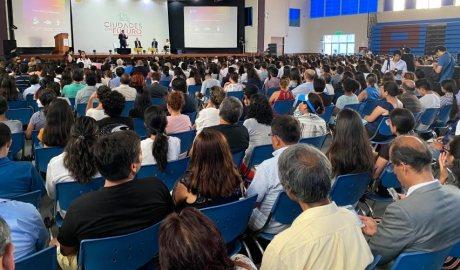 Gallardo durant la seva participació al Fòrum de les Ciutats del Futur, al Perú