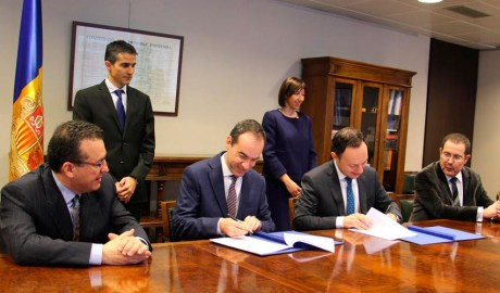 Signatura d'un acord entre representants del Govern d'Andorra i els notaris del país