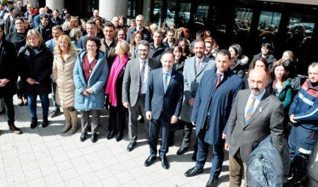 Els membres del Govern i treballadors públics durant el minut de reflexió amb motiu del Dia de la Dona del 2020