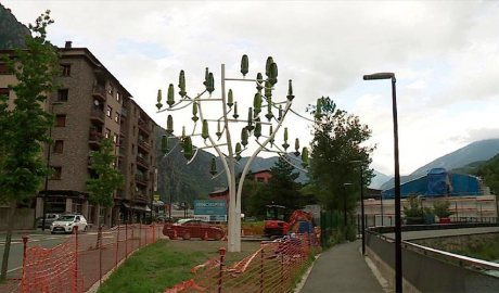 L'arbre de vent instal·lat a Santa Coloma