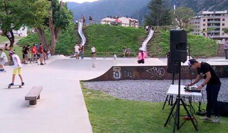 John Holt actuant al skate park del Prat del Roure