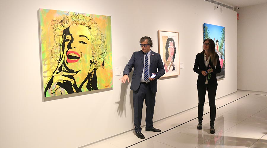 Guillermo Cervera i Sílvia Riva en la presentació de la mostra 'Influencers en l'Art. De Van Goyen al Pop Art'