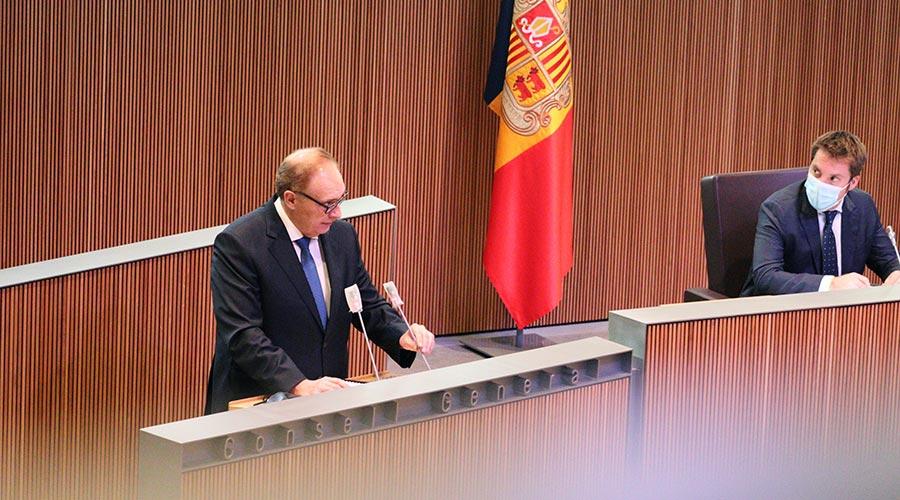 Josep Pintat a la tribuna de l'orador del COnsel lGeneral. Foto: Terceravia + Unió Laurediana + Independents