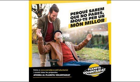 Una de les imatges de la campanya Planeta Voluntariat del Carnet Jove, d'un jove acompanyant un padrí