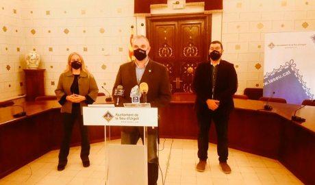La tinent d'alcalde i regidora de Fires i Mercats, Mireia Font, l'alcalde urgellenc, Jordi Fàbrega, i el vicealcalde, Francesc Viaplana. Foto: RàdioSeu