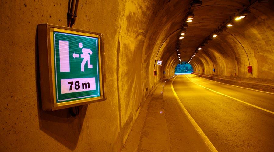 Senyal de distància de la sortida d'un túnel