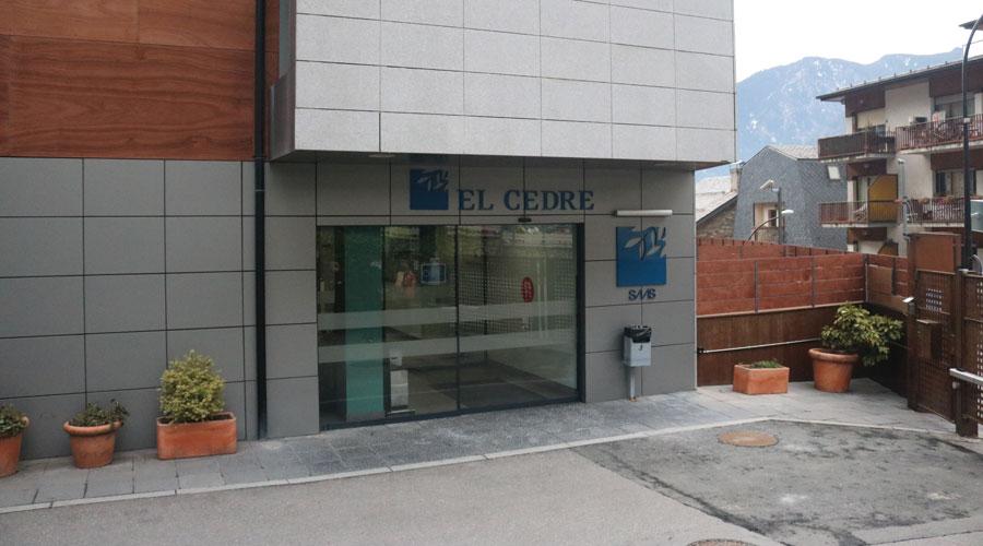 Porta del Centre Sociosanitari El Cedre