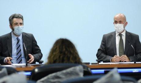 Eric Jover i Joan Martínez Benazet a la sala de premsa del Govern.