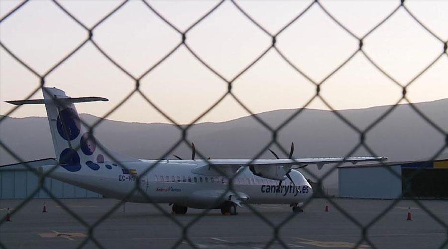 Un avió a l'aeroport d'Andorra La Seu d'Urgell