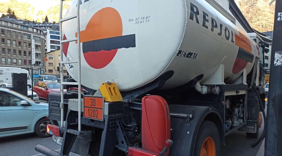 Un camió de carburant
