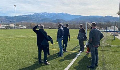 Representants de l'INEFC i de l'Ajuntament de la Seu visiten el camp de futbol