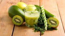 Smothie i fruites i verdures per a preparar-lo