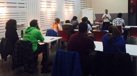 Cristina Segura oferint una xerrada al PIJ