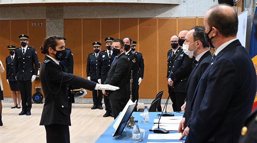 Una agent de Policia jura el càrrec davant d'Espot