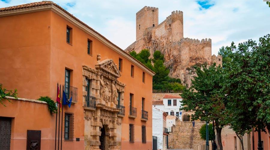 Palau dels Comtes de Cirat i castell d'Almansa