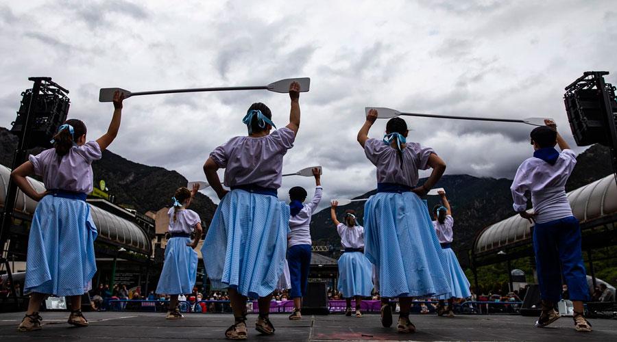 Un esbart dansant a la Setmana de la Diversitat Cultural del 2021