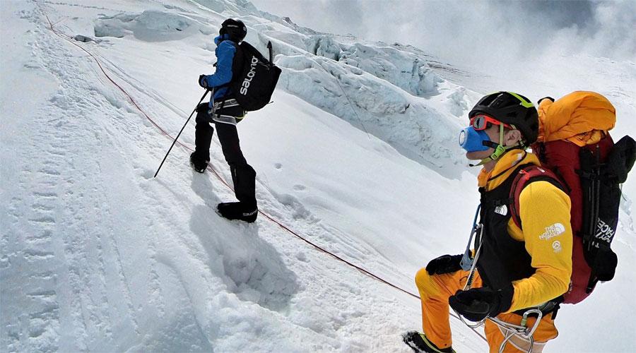 Kilian Jornet, amb David Göttler, durant l'aclimatació per a l'ascensió a l'Everest (Foto: @kilianj)