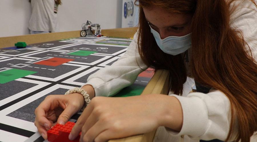 Una noia participant en la World Robotic Olympiad Andorra Telecom