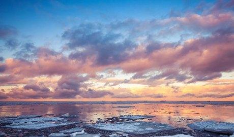 Núvols en un mar en desglaç