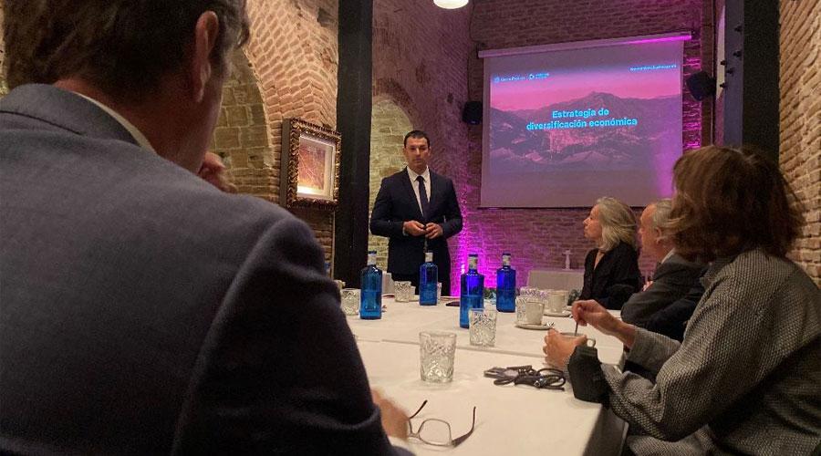 Gallardo fent una presentació a Madrid