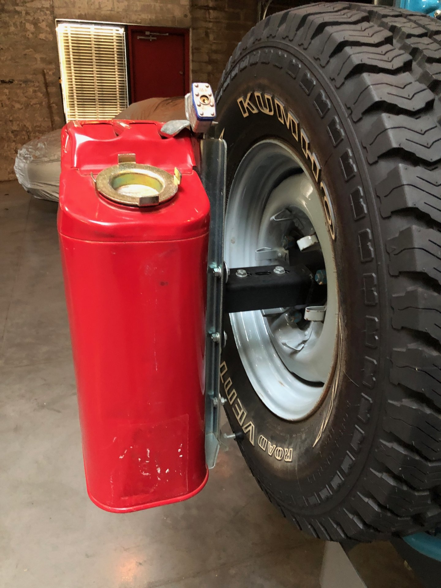 Fuel Can Mounts and Brackets   4wheelparts.com