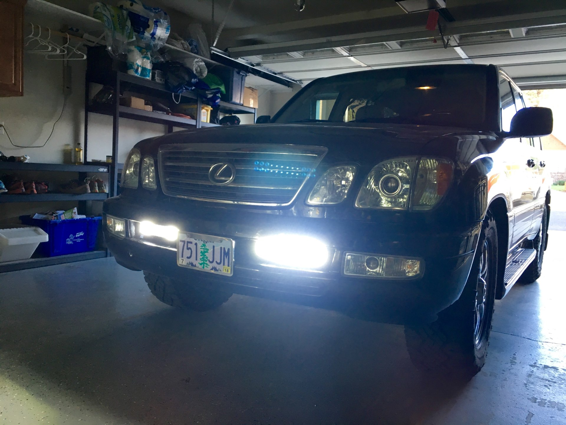 hight resolution of lx470 aux lights