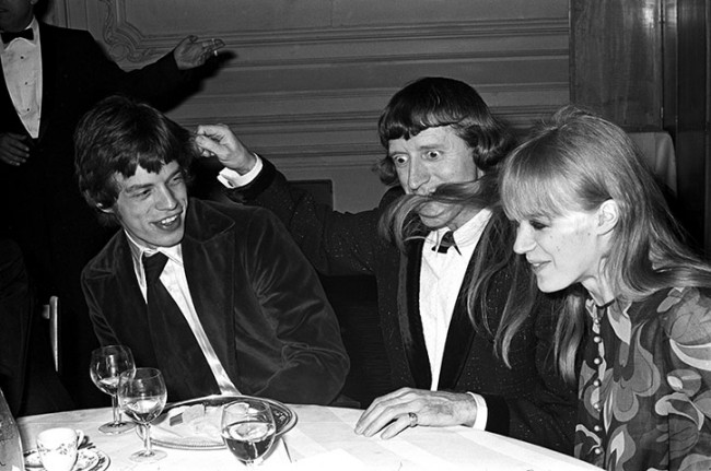 https://i0.wp.com/forums.filmnoirbuff.com/uploads/1550_savile-with-mick-jagger-and-marianne-faithfull-in-1967-650x431.jpg