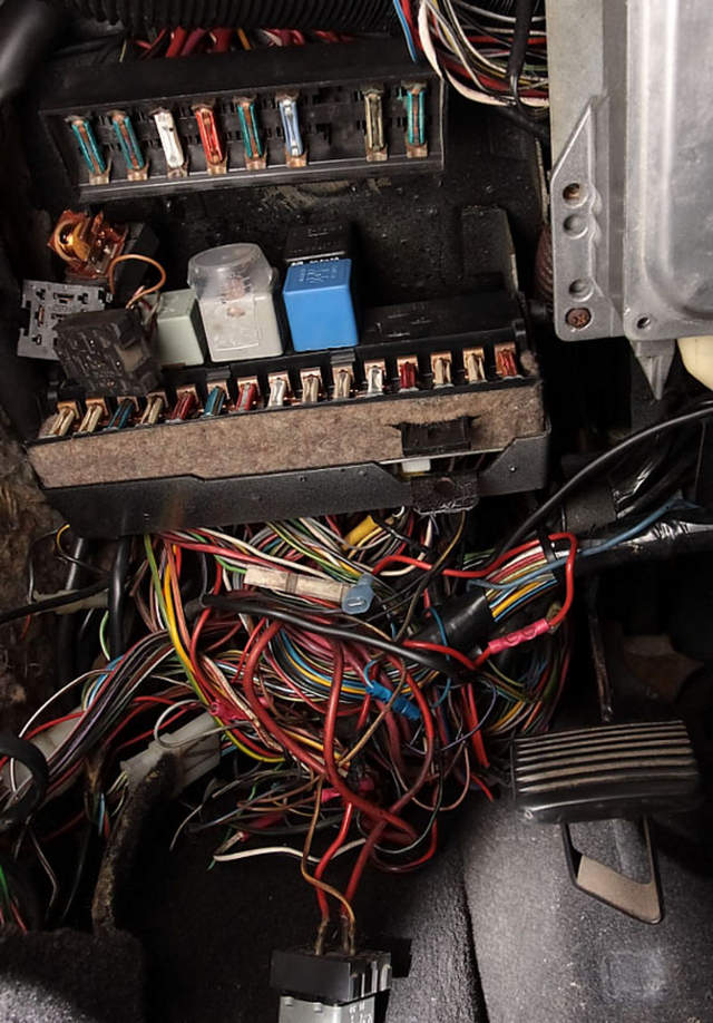 Fuse Box Layout As Well Bmw Fuse Box Diagram As Well Mazda 626 Fuse