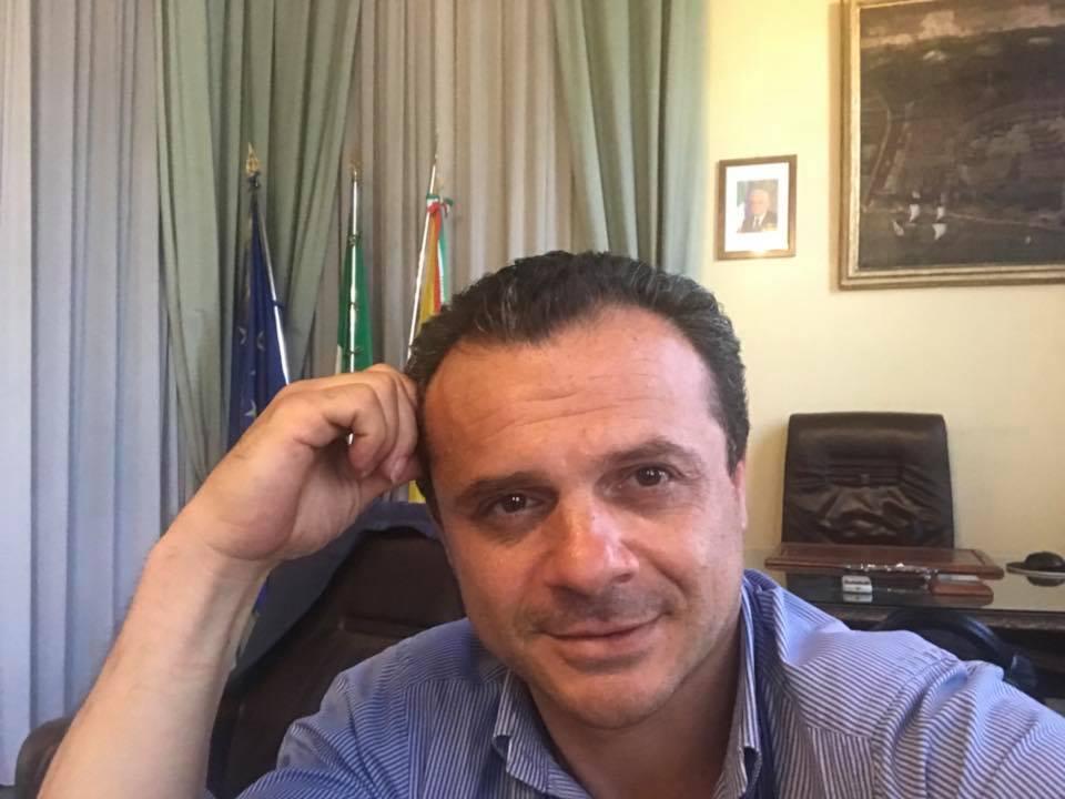 """Sindaco Messina: """"Schiero mio eserito senza permesso non si passa"""""""