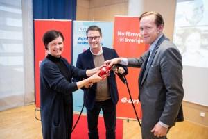 Inkopplingen av en elkabel fick symbolisera samarbetet mellan TePe, E.ON och Malmö stad. Foto: Jesper Arvidsson