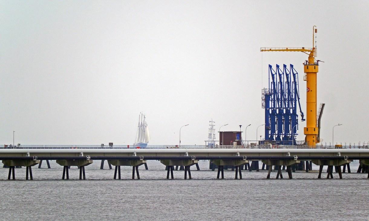 oil-port-1785693_1280