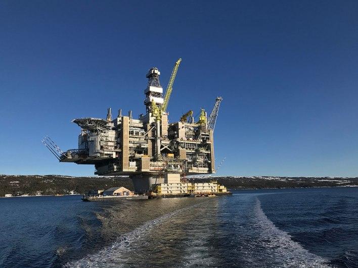 1200px-Hebron_Oil_Platform,_Newfoundland,_Canada
