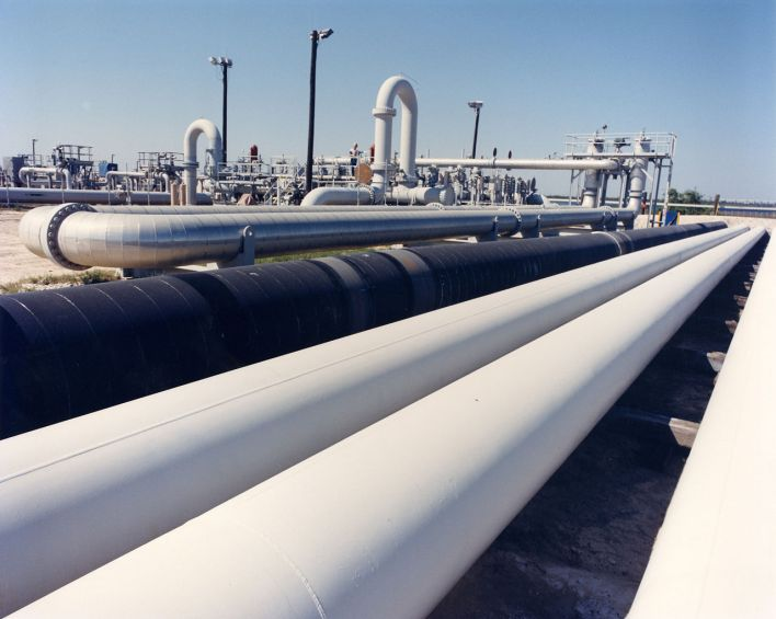 1280px-Crude_oil_pipes_at_SPR_Bryan_Mound_site_near_Freeport_TX.jpg