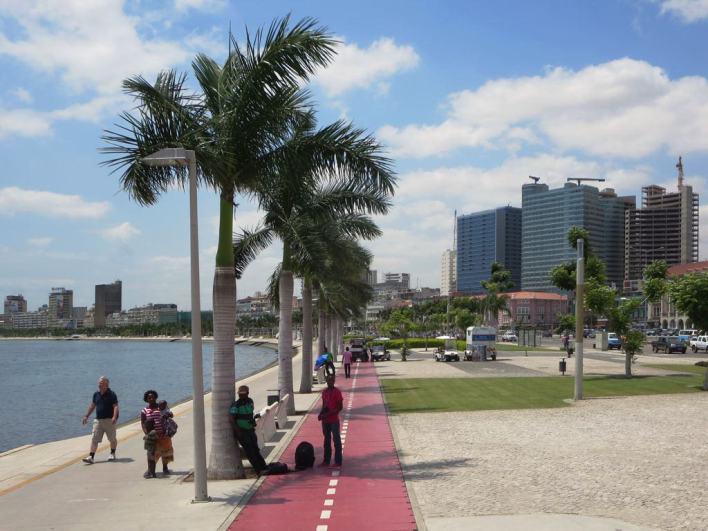 Marginal_Promenade_in_Luanda_-_Angola_2015