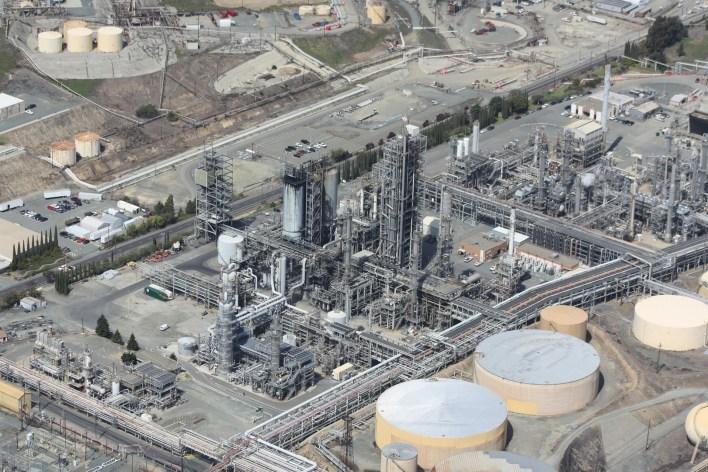 refinery-109025_1920.jpg