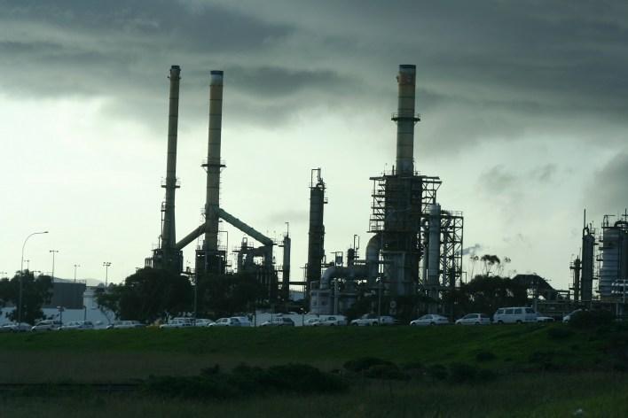 refinery-340439_1920.jpg