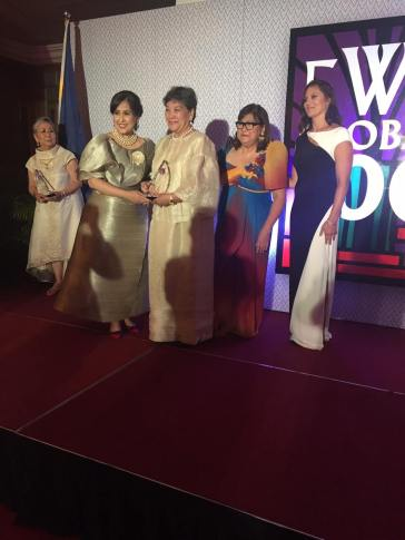 Fellow FWN100 (2015) Awardee Niña Aguas, who nominated Ophie, handing the award.