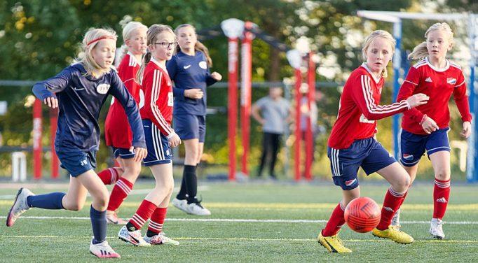 Bilde av Hasle-Løren jenter født i 2010 i kamp mot Try høsten 2020. Bilde: Pål Klaastad.