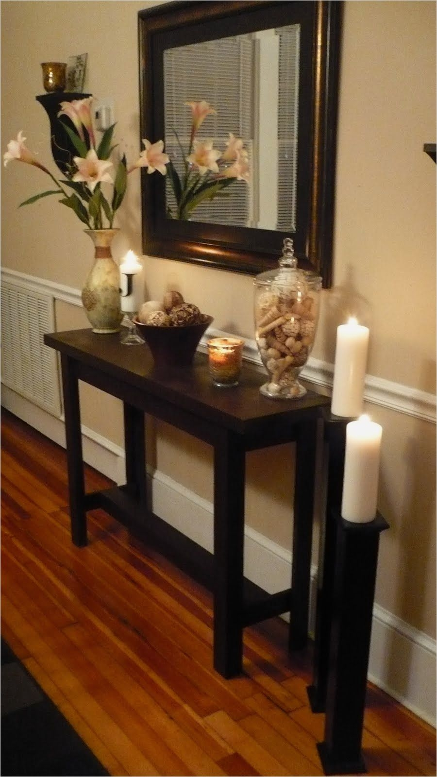 title   Foyer Table And Mirror Set
