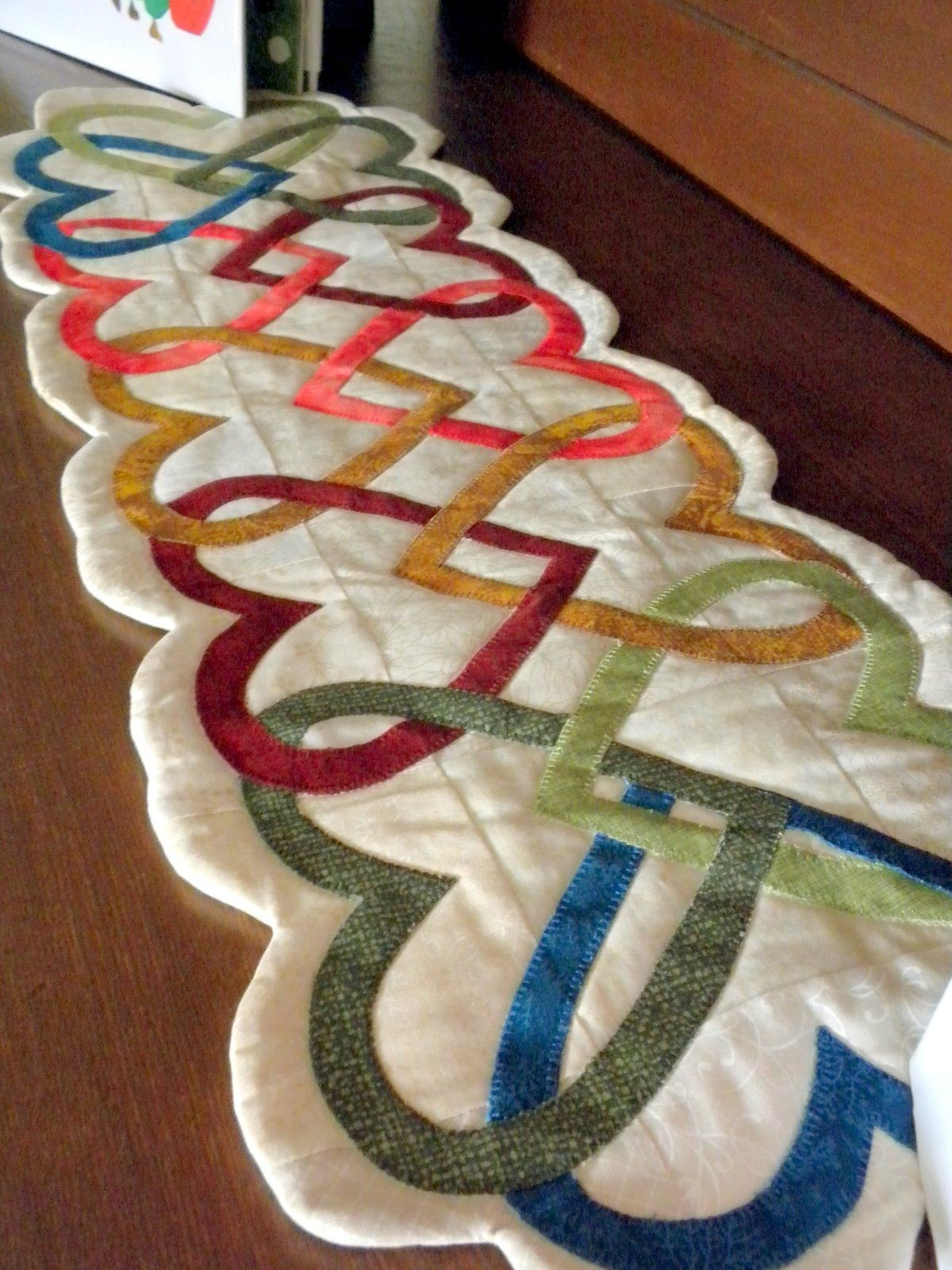 unique table runners ideas