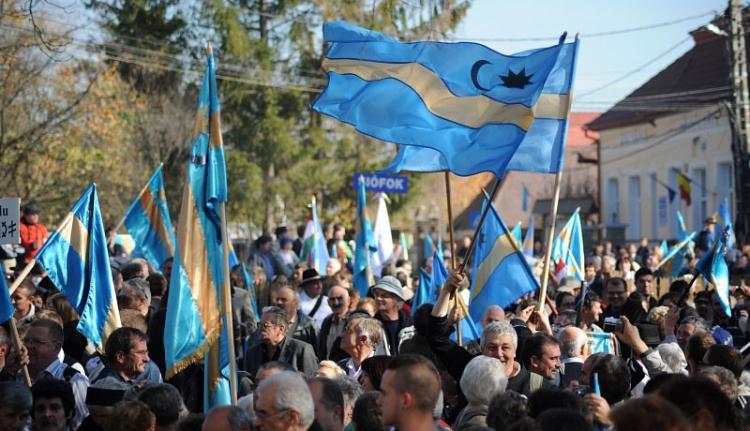 Zászlóirtás kampányidőben