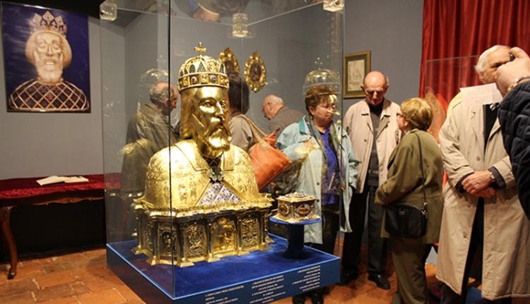 Múzeum a templomban, templom a múzeumban