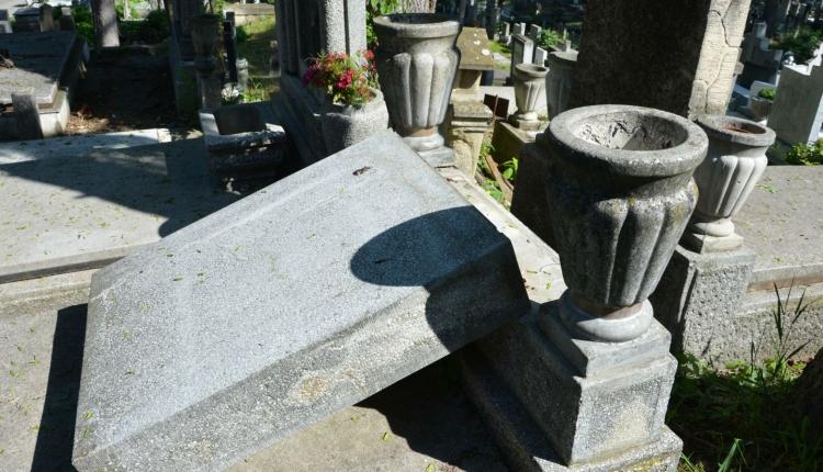 Szándékos sírrongálás történhetett a Házsongárdi temetőben