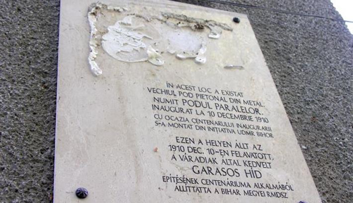 Nyoma veszett a váradi Garasos híd bronzplakettjének