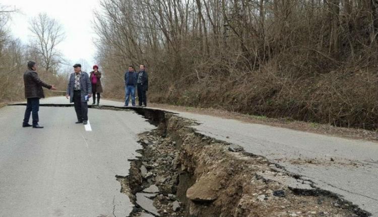 Beomlott a nemrég felújított út Arad megyében