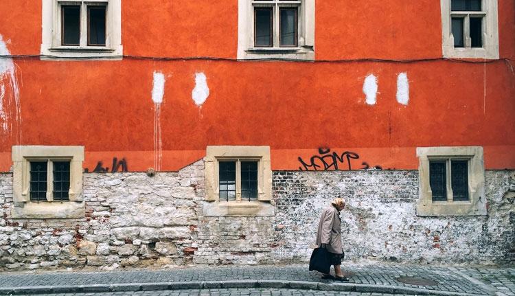Kolozsvári fotós Instagramját szemlézi a The Guardian