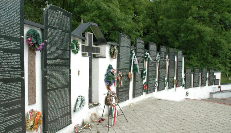 A szovjetek hét csapása Kárpátalja magyar és német lakosságára