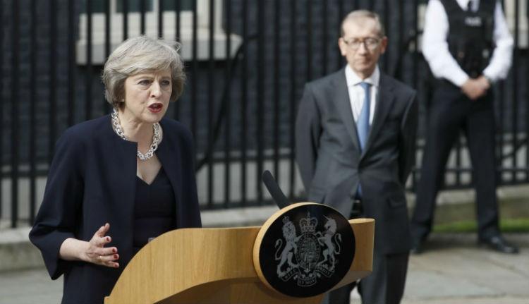 Theresa May alaposan belecsapott a lecsóba
